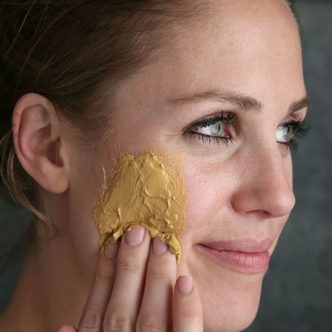 DIY Natural Beauty: Turmeric And Coconut Oil Healing Face Mask